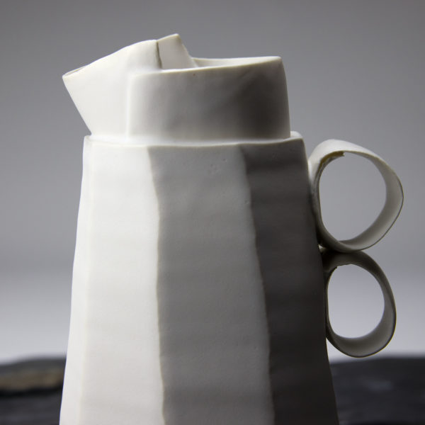 Carafe Co en porcelaine émaillée