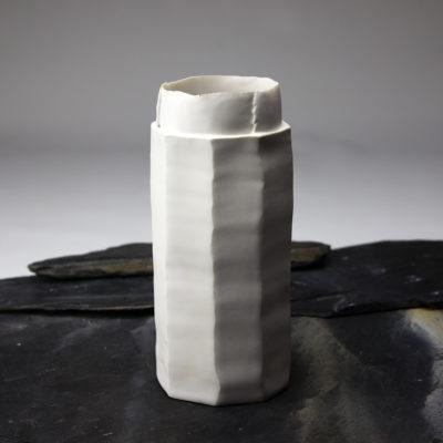 Vase O en porcelaine émaillée