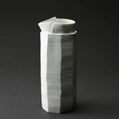 Broc en céramique, porcelaine émaillée blanc